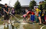 宜蘭教養院消暑打水仗狂歡