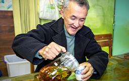 落實環境永續 廚餘如何養出花草茶?